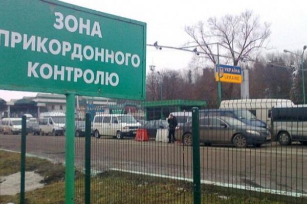На польському кордоні 64-річного чоловіка розчавили дві вантажівки