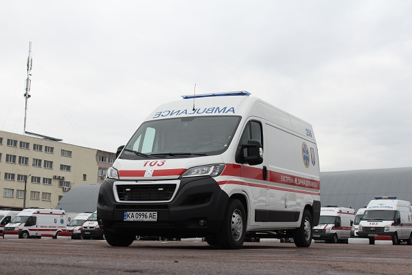 Львівщина отримала 30 нових автомобілів швидкої допомоги для боротьби з Covid-19
