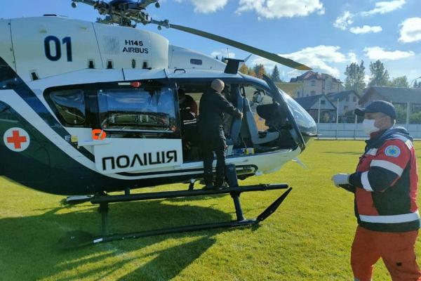 До лікарні у Львові гелікоптером доставили хлопчика у стані мозкової коми