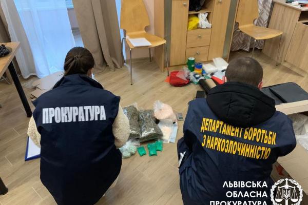 Збут наркотиків та психотропів по всій території України – викрито організовану групу осіб